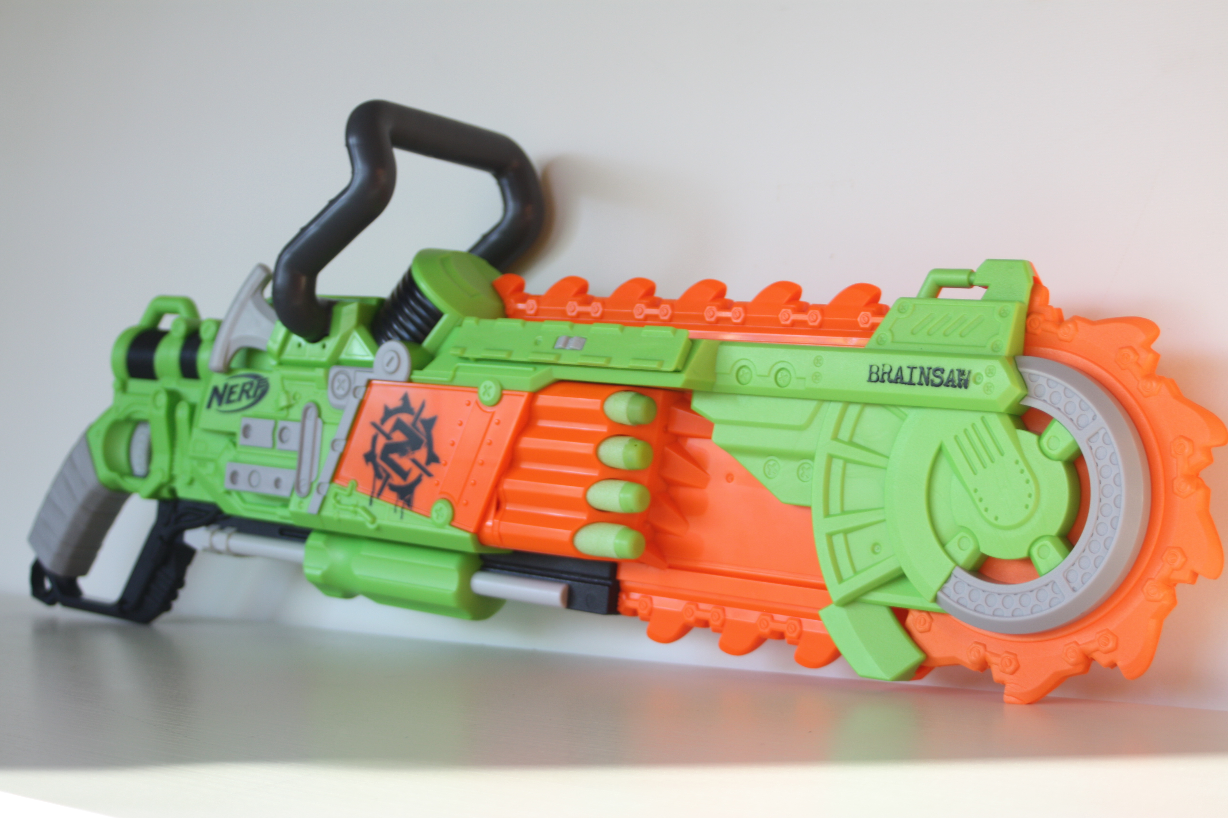 The main novelty feature for this menacing weapon is its spinning chainsaw  blade. Obviously the spinning part of the blade is made out of foam while  the ...