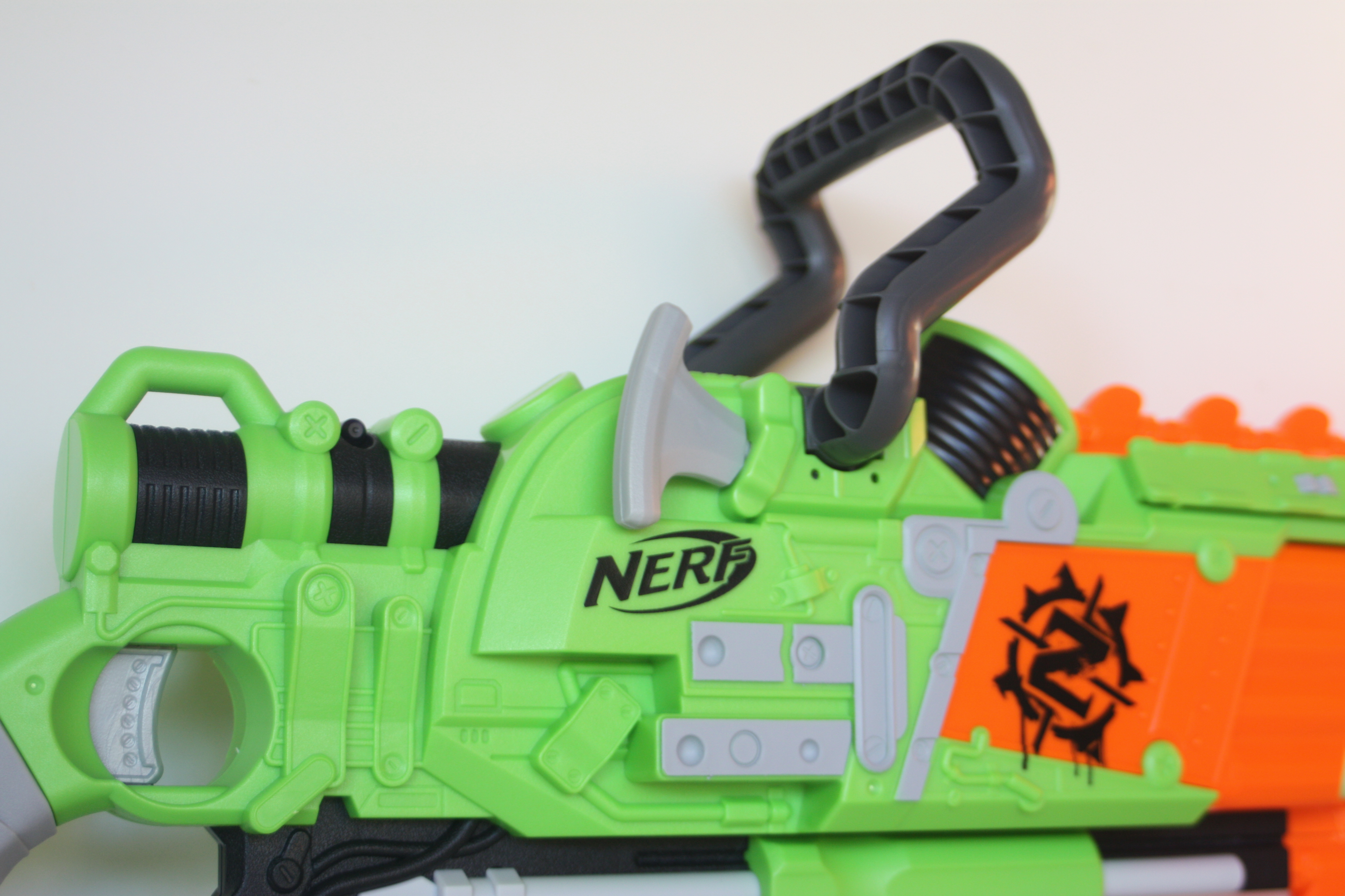 ... after all, chainsaws are menacing. I love the detailing Hasbro has put  into this blaster as it perfectly fits the theme of a zombie apocalyptic  weapon.
